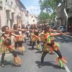 Défilé, déambulation, groupe de CARNAVAL, Antillais-Caribbéen, percussions, danseuses